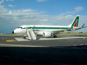 Aereo_all'aeroporto_Sant'Anna,_Crotone (1)