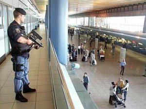 Fiumicino_aeroporto_poliziotto_web--400x300