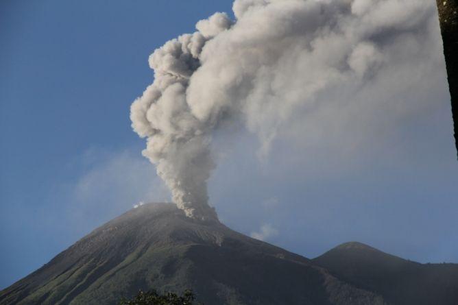 Eruzione Monte Gamalama
