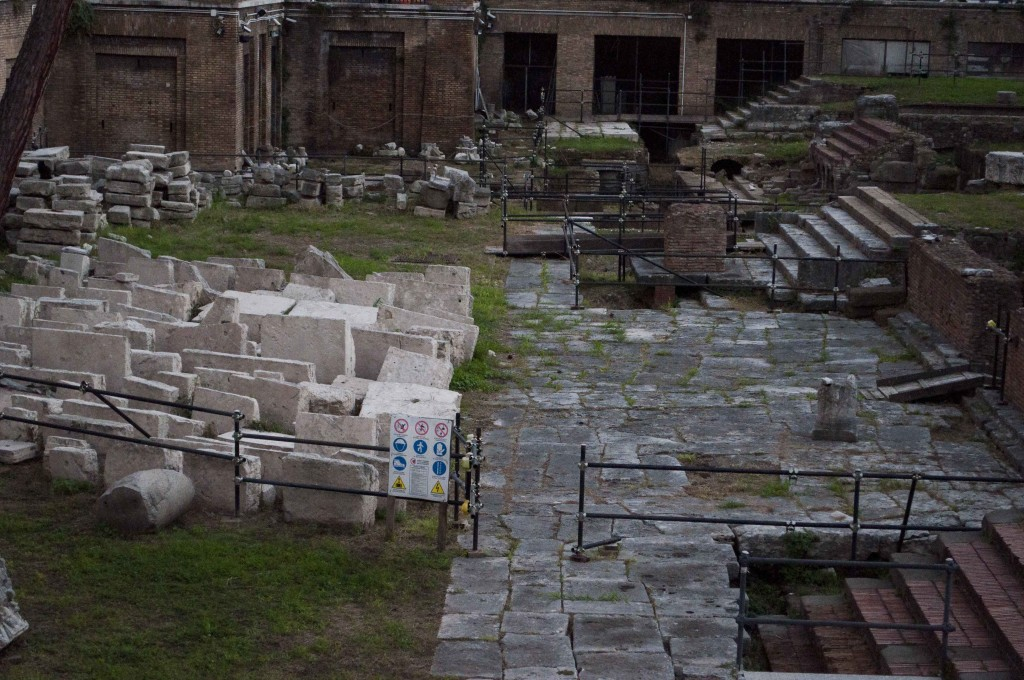 Porticus Minucia (Area Sacra, 16/10/2015)