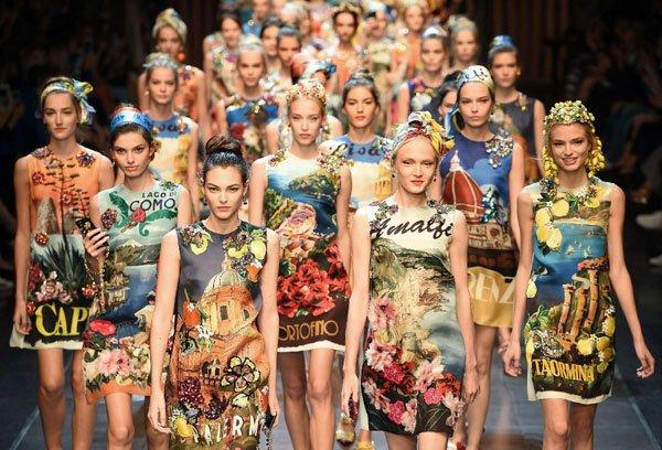 hot sale online 235a7 eb305 Italia is love: la sfilata turistica di Dolce e Gabbana ...