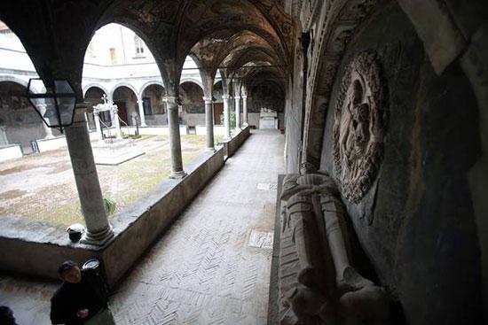 Santa Maria La Nova - Tomba di Dracula