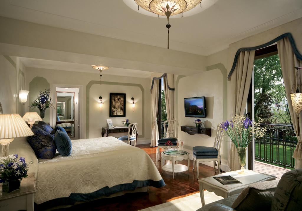 ocip_1366x955_room_junior_suite_garden_view_and_balcony01