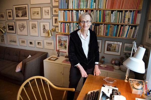 Astrid nel suo studio di Stoccolma