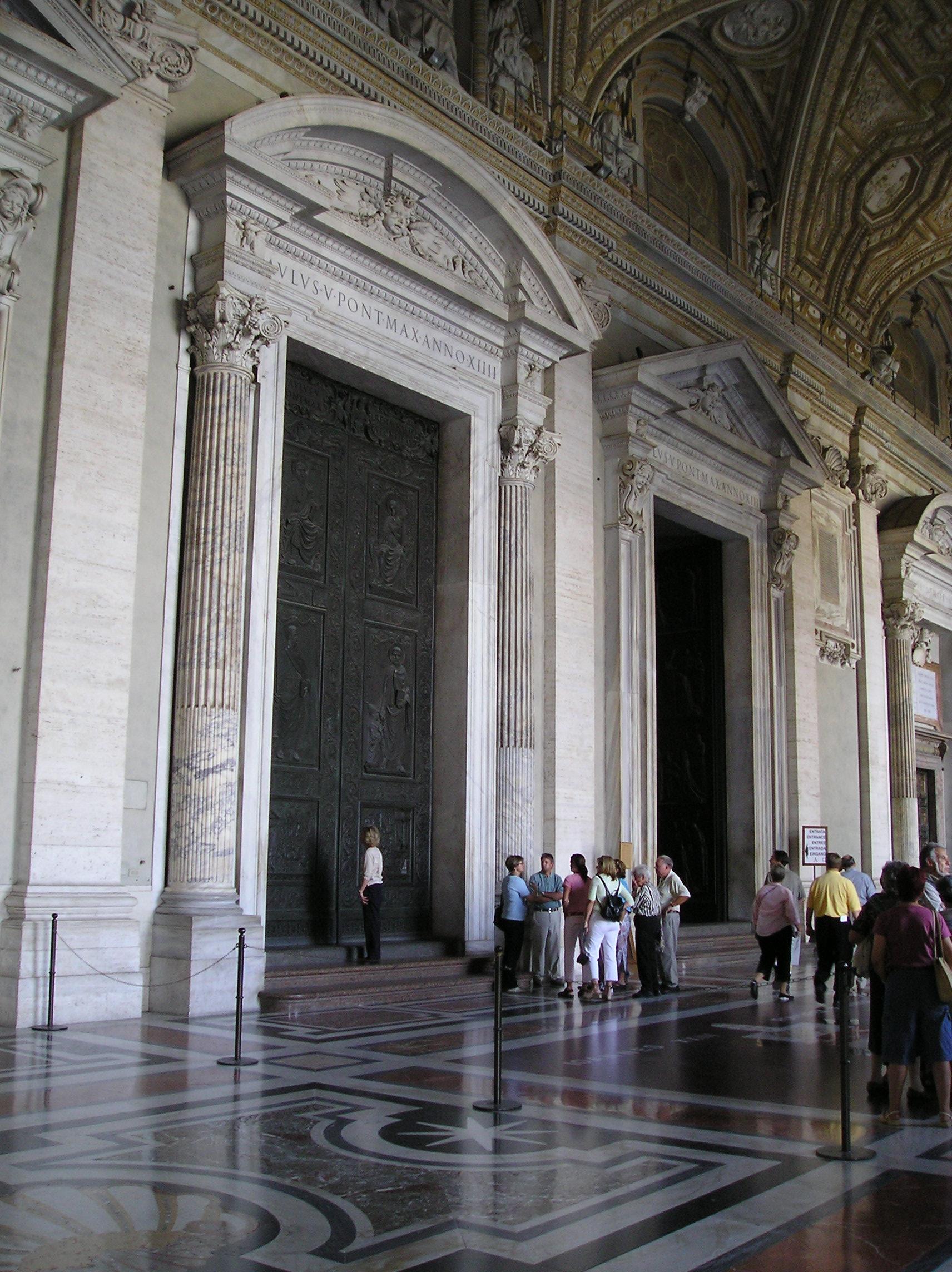 Porticato Basilica di San Pietro