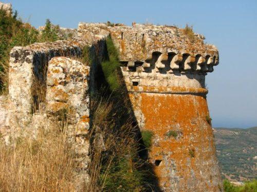 Ayios Yeoryios - castello