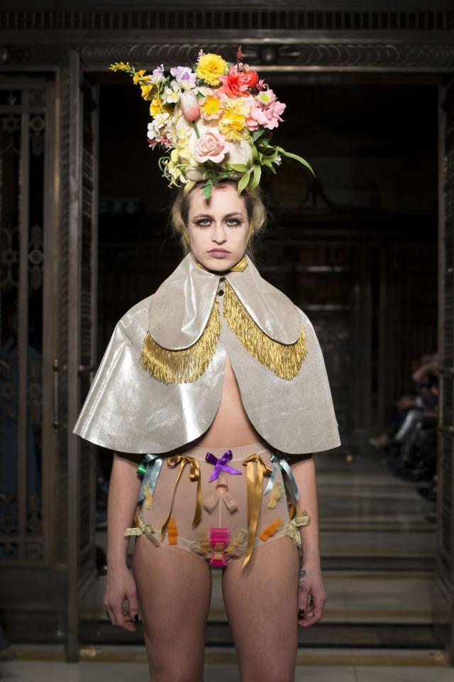 the-vulgar-fashion-redefined-a-londra-va-di-moda-il-volgare-9