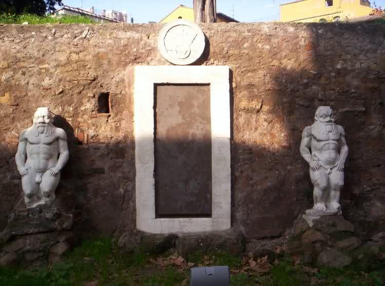 porta magica alchemica piazza vittorio