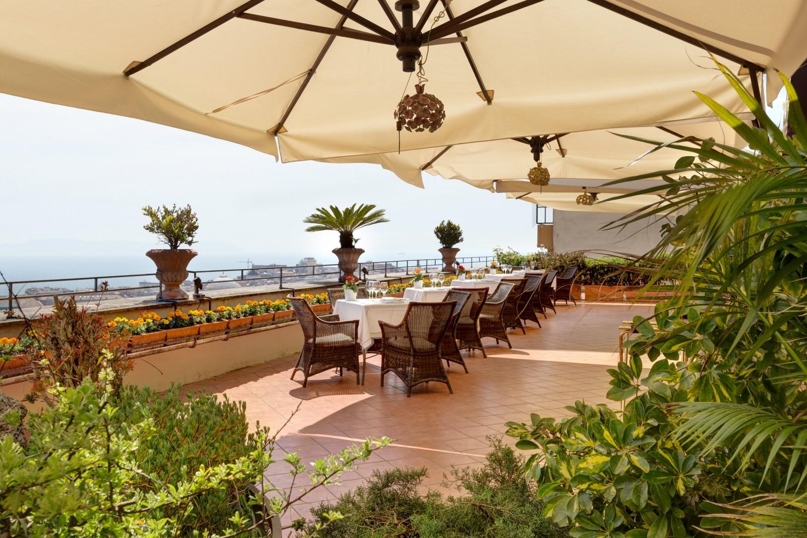 Aperitivo con vista panoramica le terrazze pi belle di for Giardino orticoltura firenze aperitivo