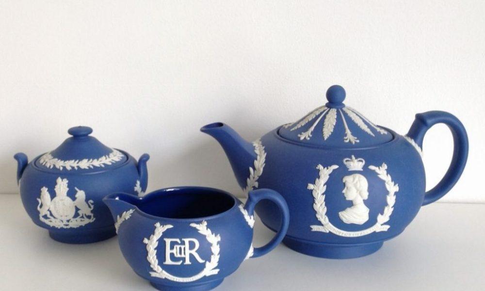 Tazze della mostra dedicata a Elisabetta II