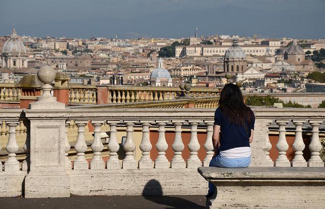 Roma, 'pediluvio' nella fontana: multati 2 turisti a Piazza Venezia