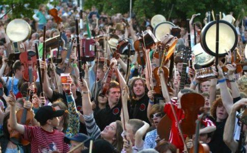 Persone in un festival in Irlanda