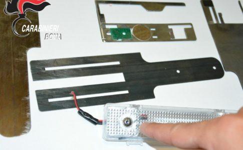 La strumentazione elettronica usata dai clonatori sequestrata dai Carabinieri