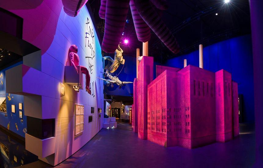 A londra una grande mostra per i 50 anni di storia dei for Mostra pink floyd londra 2017