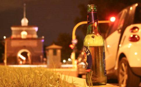 Bottiglia in vetro vietata dal divieto anti vetro e lattine per San Pietro e Paolo