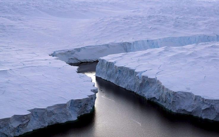 Distacco della gigantesca porzione di ghiaccio dalla Larsen C