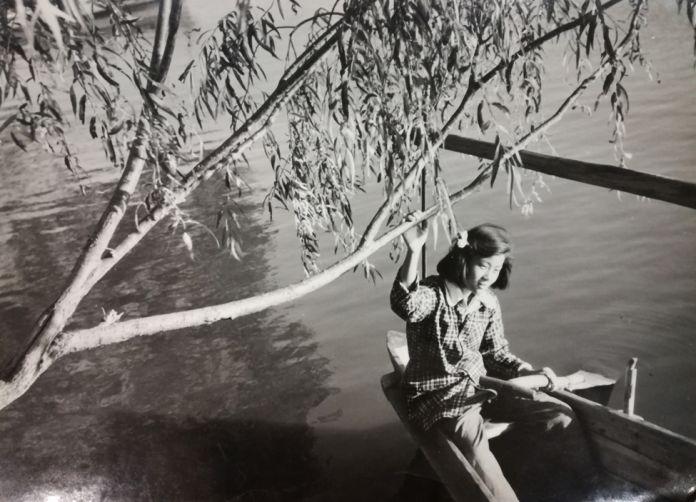 5-Franco-Fortini-Luogo-imprecisato-Ragazza-sul-fiume-settembre-1955-696x502
