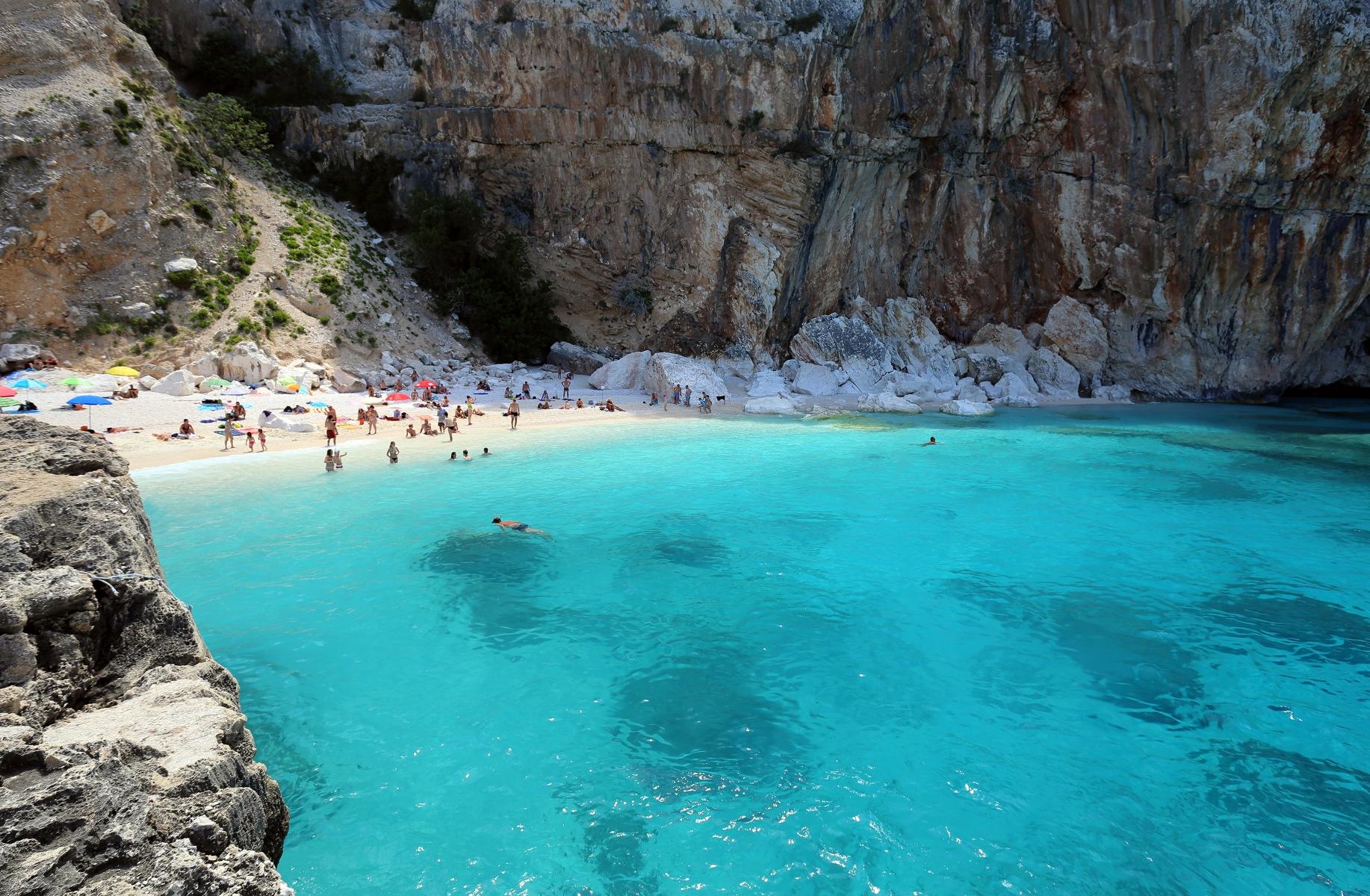Imperdibile sardegna ecco le 15 spiagge pi belle dell 39 isola for Isola che da il nome a un golfo della sardegna