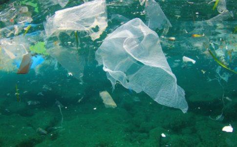 Rifiuti di plastica nel mare