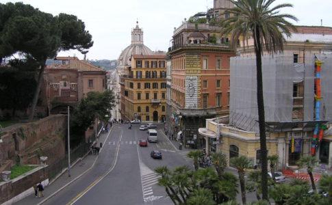 Roma, addio ai sampietrini di Via IV Novembre
