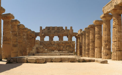 """Selinunte, Sgarbi: """"Entro sette mesi ricostruiremo colonne del tempio G"""""""