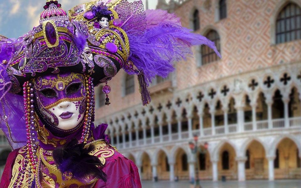 Carnevale di Venezia, il comune pensa al numero chiuso nelle piazze