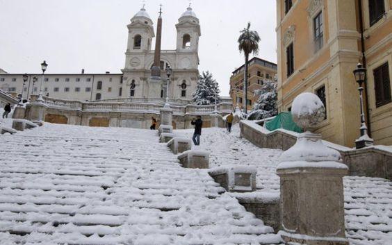 Neve a Roma, scuole chiuse anche martedì