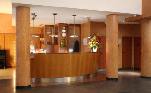 Self check-in h24 negli alberghi, accordo tra Booking.com e Keesy