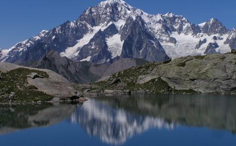 Il portale dell'aQCua, snow art sulle piste del Monte Bianco
