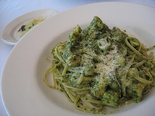 Pesto alla genovese: la storia della ricetta che mira all'Unesco