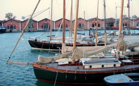 Vela d'epoca, all'Arsenale di Venezia si celebrano i 30 anni de I Venturieri