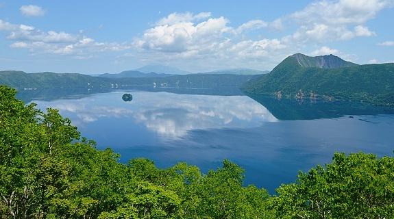 Lago Mashu, nel Parco Nazionale di Daitsetsuzan, Hokkaido