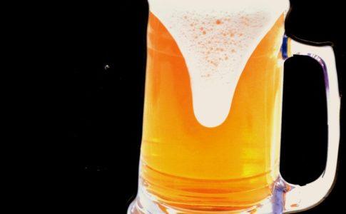 Gand, boccali di birra belga rubati: un pub chiede scarpa come garanzia