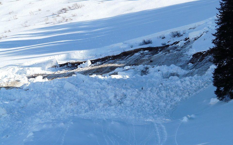 Valsesia, 17 turisti bloccati da una valanga e riportati a valle