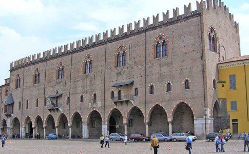 Mantova, Palazzo Ducale chiuso a Pasquetta: rabbia dei turisti