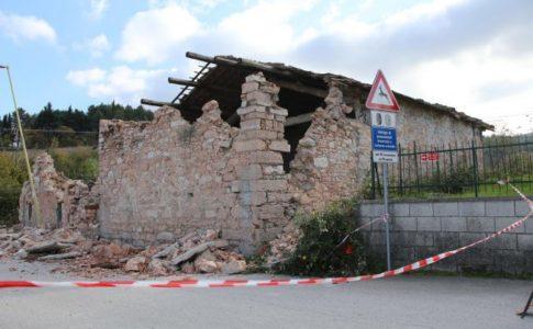 terremoto minaccia la ripresa del turismo