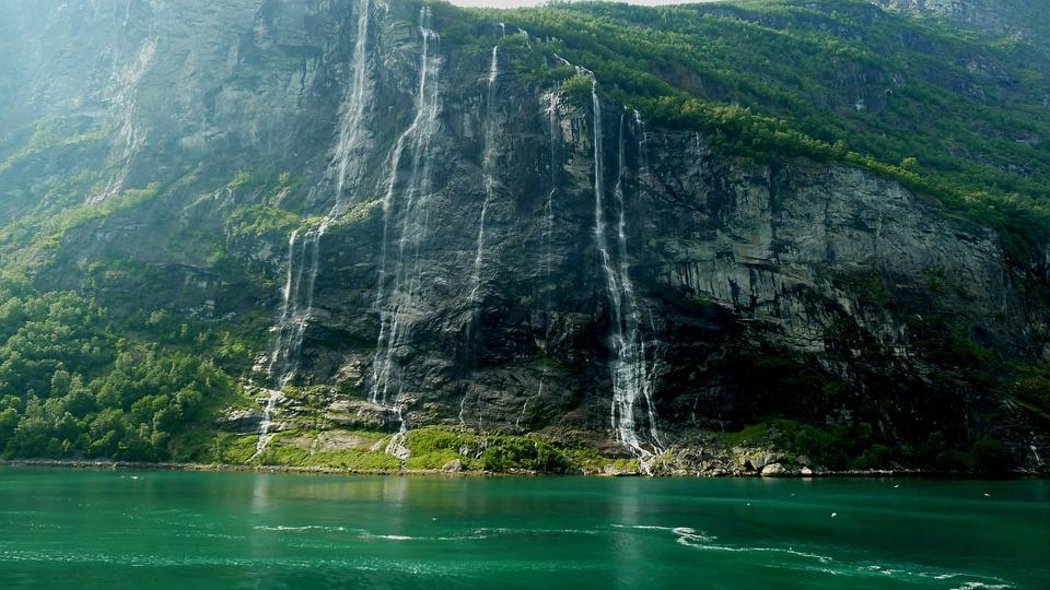 Crociera in Norvegia, tra fiordi e corsi d'acqua spettacolari