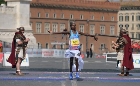 Maratona di Roma, Birech e Tusa i vincitori davanti a una folla di spettatori