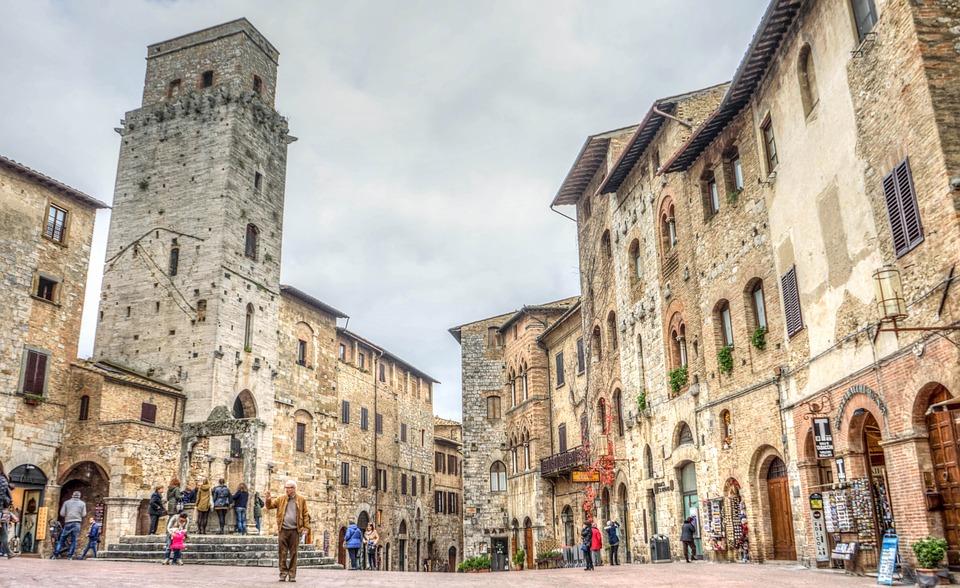 San Gimignano, borgo medievale dove si ferma il tempo