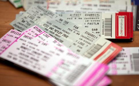 codacons denuncia prezzi dei concerti di Elton John