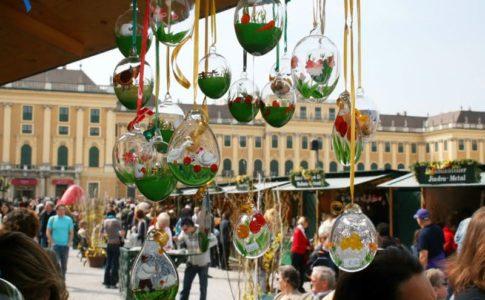 mercatino di pasqua di fronte alla reggia di Schönbrunn