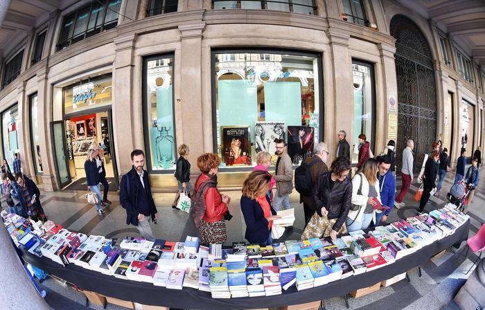 Giornata mondiale del libro: in Spagna libri e rose in dono