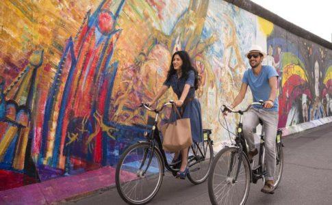 bicicletta muro di berlino