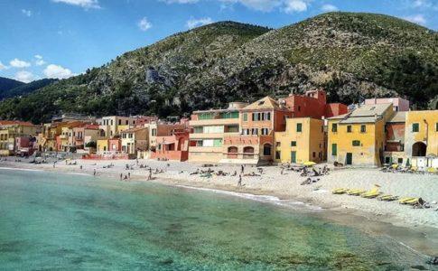 spiaggia varigotti Liguria
