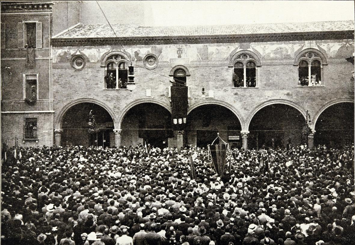 13 settembre 1921, piazza Vittorio Emanuele (piazza del Popolo), parla il sindaco di Ravenna F. Buzzi (fototeca Classense)