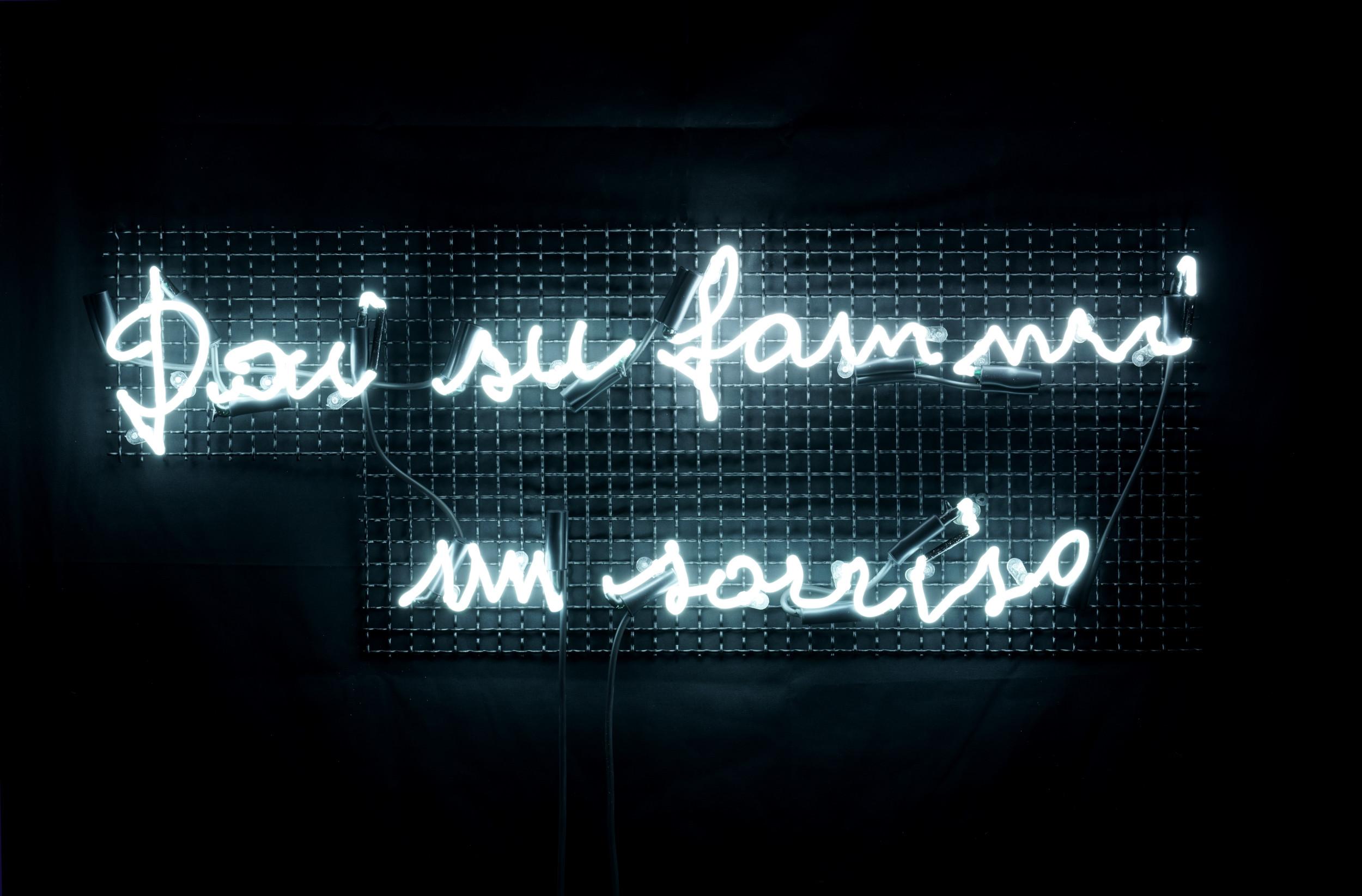 Vittorio CORSINI Dai su fammi un sorriso, 2020 Tubi al neon, grata in acciaio Cm 50x100 Prato, Galleria Farsetti