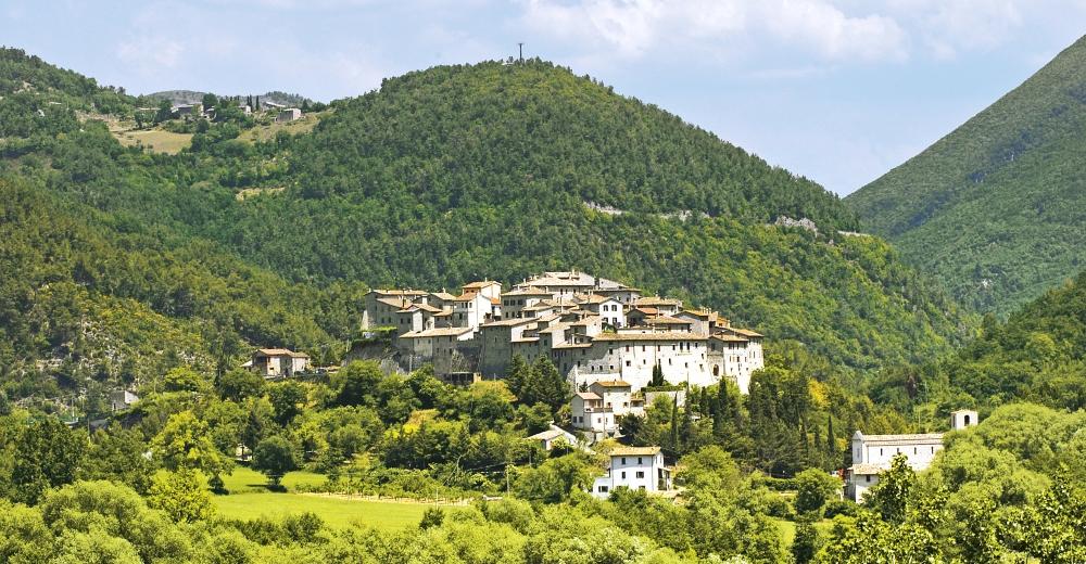 Sant'Anatolia di Narco, colline immerse nel verde.