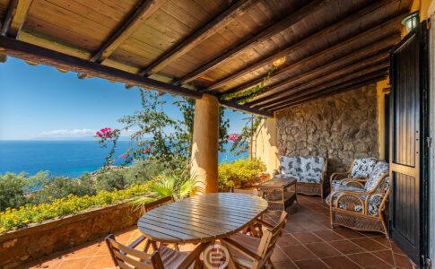 Estay: in Sardegna la startup di property management. Immobile con vista mare da veranda. Via Estay.