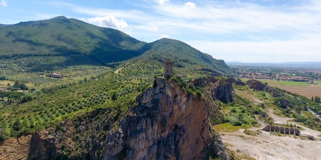Luoghi di Dante a Pisa. Rocca di Caprona. Via Visit Tuscany.