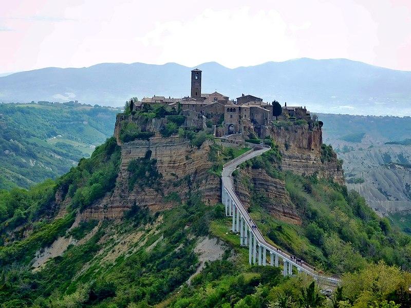Civita di Bagnoregio in Tuscia LAziale: candidata Patrimonio Unesco. Via Wikimedia Commons.